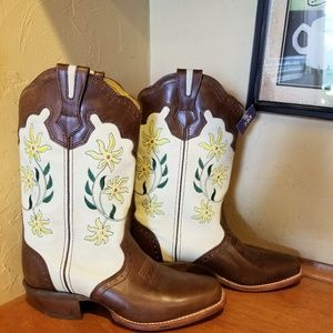 NWT ladies Rocky Cowboy boots size 7